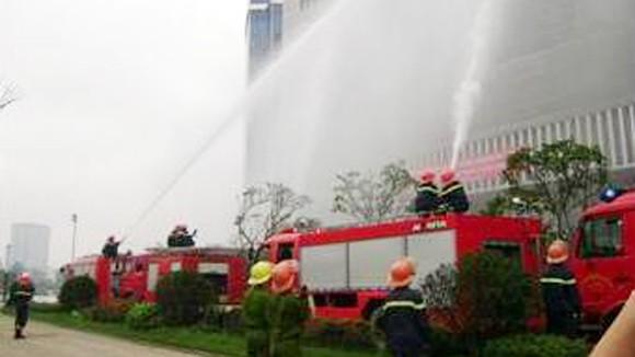 Diễn tập chữa cháy tại tòa nhà cao nhất thành phố ảnh 1