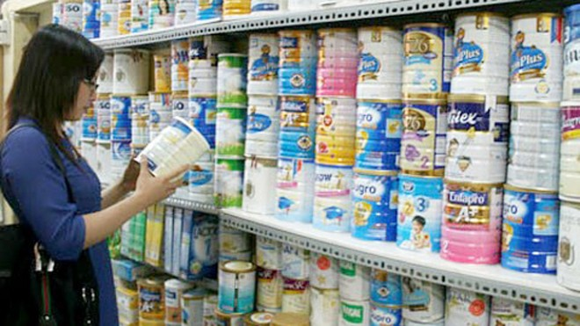 Áp giá trần sữa dành cho trẻ em: Không dễ như ăn kẹo ảnh 1
