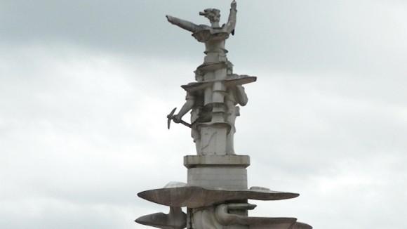 Xác lập kỷ lục nhà điêu khắc có nhiều tượng đài chiến tranh nhất ảnh 1