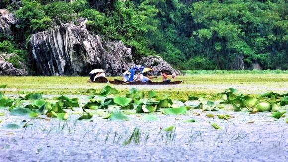 Du ngoạn Quan Sơn thưởng thức gỏi cá mè ảnh 1