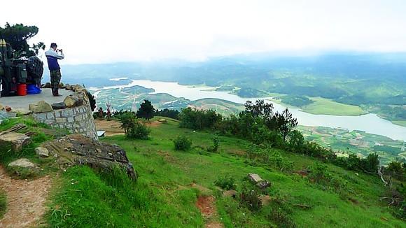 Nhìn Lang Biang từ độ cao 2.000m ảnh 1