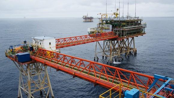 Việt Nam vẫn đang khai thác dầu khí bình thường ảnh 1