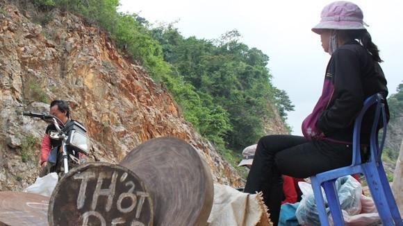 Nhức nhối nạn buôn thớt gỗ nghiến: Tiếp tay cho lâm tặc ảnh 1