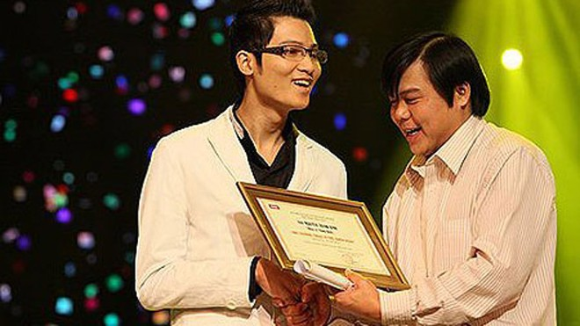Nhạc sĩ khiếm thị Nguyễn Thanh Bình: Hạnh phúc với những gì đang có ảnh 1