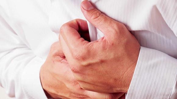 Nguy hiểm chứng đau tim và ngừng tim ảnh 1