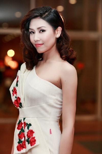 Hoa hậu Biển Nguyễn Thị Loan: Hoa hậu đi bán... ốc ảnh 2