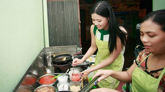 Hoa hậu Biển Nguyễn Thị Loan: Hoa hậu đi bán... ốc ảnh 1
