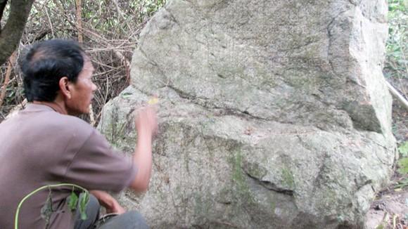Lý giải về hòn đá là bản đồ dẫn đến kho báu ảnh 1