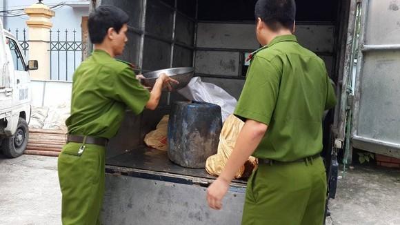 Liên tiếp bắt hàng lậu, thực phẩm độc hại ảnh 2