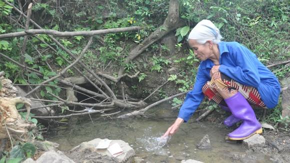 Kỳ lạ mó nước chữa được bệnh ở xứ Mường ảnh 1
