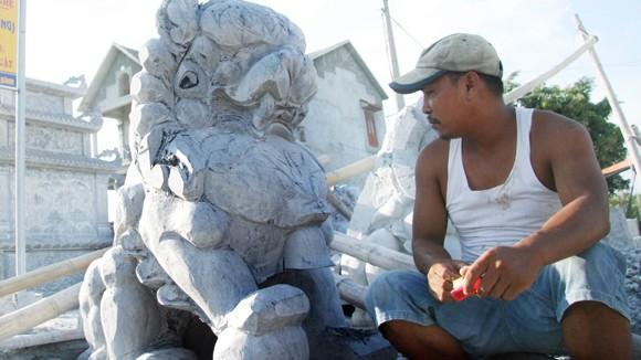 """""""Cách ly"""" sư tử đá ngoại lai khỏi di tích: Đòi hỏi thay đổi nhận thức từ làng nghề đá ảnh 1"""
