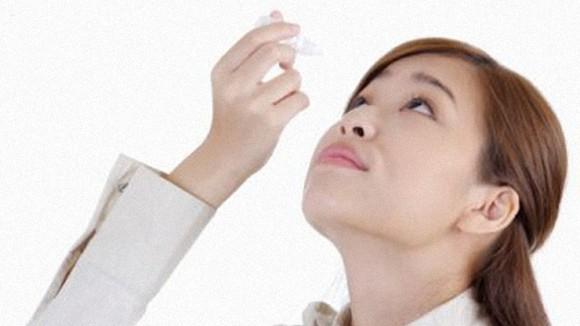 Những thói quen gây hại cho mắt ảnh 1