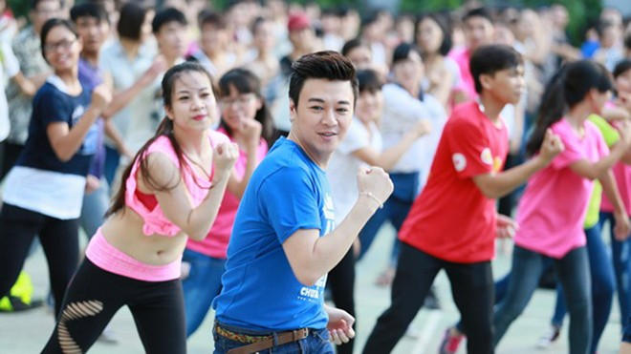 """Nhảy Flashmob trong """"Vũ hội công dân toàn cầu"""" ảnh 1"""