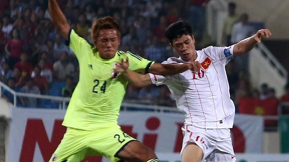 U19 Việt Nam (phải) đã sẵn sàng lật đổ U19 Nhật Bản Ảnh: QUANG THẮNG