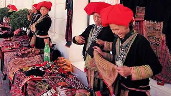 Chợ người Dao giữa Hà Nội ảnh 1