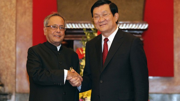 Chủ tịch nước Trương Tấn Sang đón tiếp Tổng thống Ấn Độ Pranab Mukherjee tại Phủ Chủ tịch