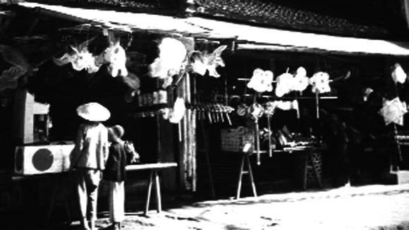 Cửa hàng đồ chơi bằng giấy tại phố Hàng Gai