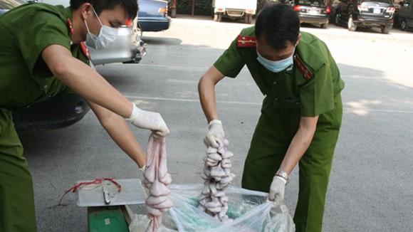 """500kg tràng lợn """"thối"""" nhập lậu từ Trung Quốc ảnh 1"""