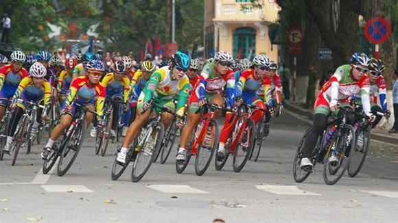 Đua xe đạp chào mừng 60 năm giải phóng Thủ đô ảnh 1