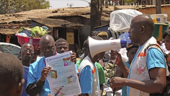 Đội tuyên truyền Ebola bị tấn công, 8 người chết ảnh 1