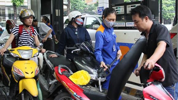 Đại lý bán lẻ xăng dầu phải bảo đảm cung ứng liên tục xăng dầu ra thị trường