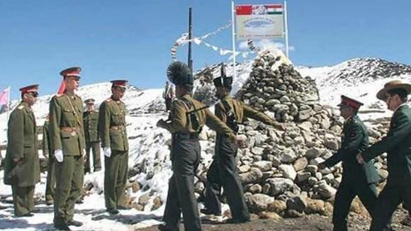 Hàng trăm binh sỹ Trung Quốc và Ấn Độ đối đầu ở Himalaya ảnh 1