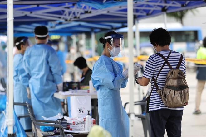 Dịch Covid-19 diễn biến phức tạp ở Đông Á, Thủ đô Seoul nâng mức giãn cách xã hội ảnh 1