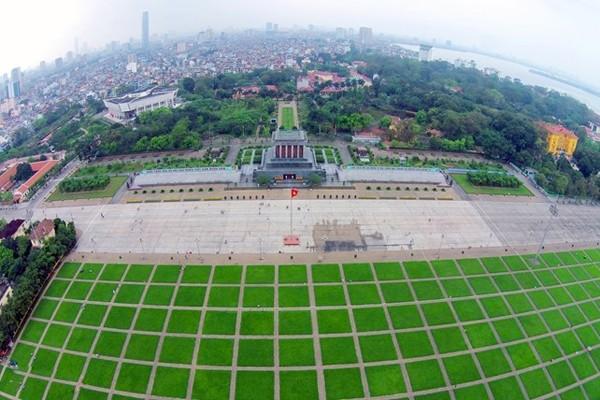 Chuyện về quảng trường Ba Đình và những ô cỏ xanh ảnh 1