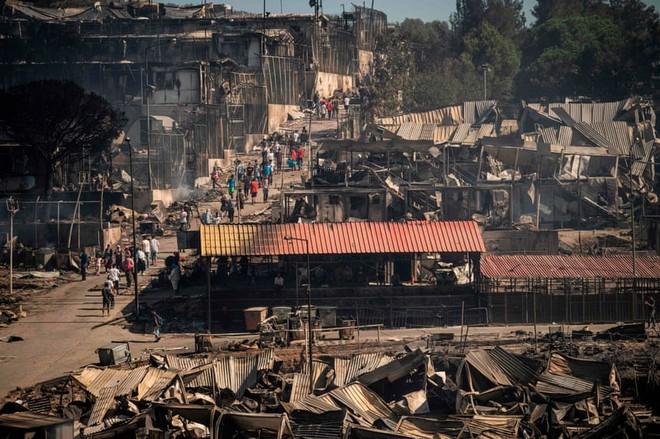 Thảm kịch cháy khu tị nạn lớn nhất châu Âu khơi lên tranh luận mới ở Đức ảnh 1