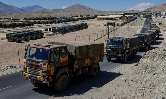 Quân đội Ấn Độ đối mặt với mùa đông khắc nghiệt ở biên giới dọc theo dãy Himalaya ảnh 1