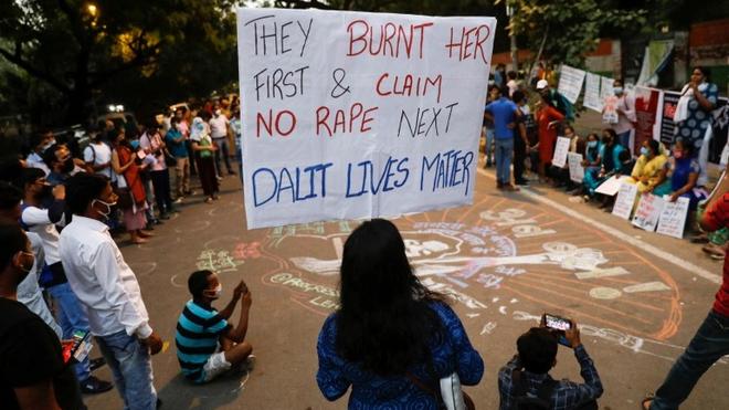 Ấn Độ điều tra lại vụ án liên quan đến cái chết của cô gái 19 tuổi ảnh 1