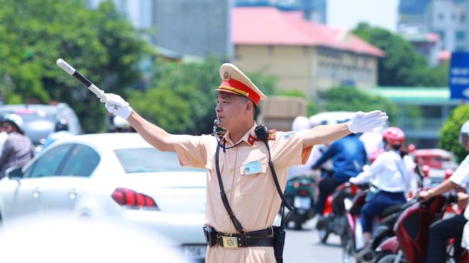 Chuyển hóa toàn diện về ý thức và hành động để kéo giảm ùn tắc và tai nạn giao thông ảnh 1