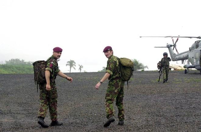 Đặc nhiệm Anh táo bạo đột kích giải cứu con tin ở Sierra Leone ảnh 1
