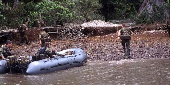 Đặc nhiệm Anh táo bạo đột kích giải cứu con tin ở Sierra Leone ảnh 3