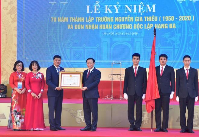 Tổng Bí thư, Chủ tịch nước Nguyễn Phú Trọng dự lễ kỷ niệm 70 năm thành lập Trường THPT Nguyễn Gia Thiều ảnh 2