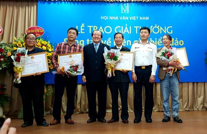 Tôn vinh và trao Giải thưởng sáng tác về biên giới, biển đảo ảnh 1