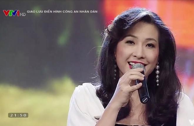 Ca sĩ Thùy Dung: Cho tiền dễ lắm, cho ấm áp mới khó ảnh 1