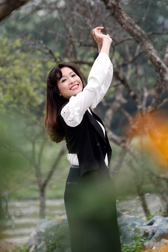 Ca sĩ Thùy Dung: Cho tiền dễ lắm, cho ấm áp mới khó ảnh 2