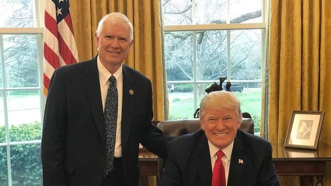 Những người thân cận của Tổng thống Donald Trump sẽ có kịch bản nào để lật ngược kết quả bầu cử? ảnh 1