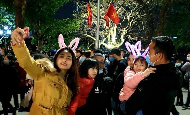 Lực lượng Công an Thủ đô: Đảm bảo an ninh, an toàn để người dân đón Tết Dương lịch 2021 yên vui ảnh 2