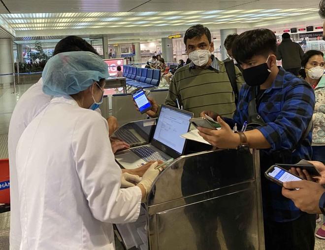 Tạm dừng các chuyến bay về Việt Nam từ vùng chủng biến thể mới của virus SARS-CoV-2 ảnh 1