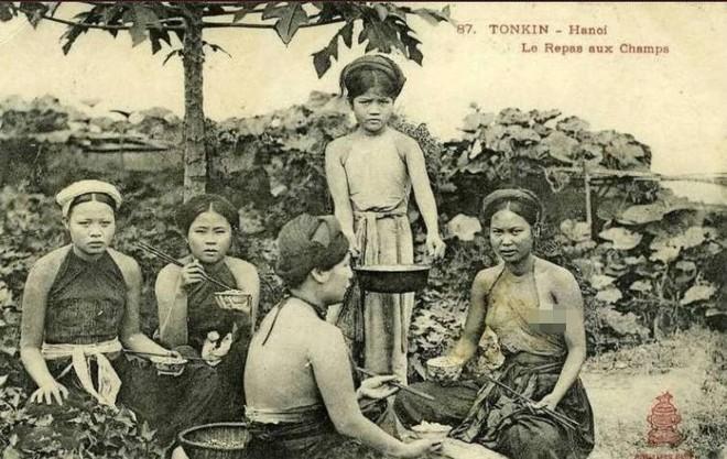 Chuyện chiếc yếm của phụ nữ Việt Nam và chợ yếm phố Hàng Đào xưa ảnh 2