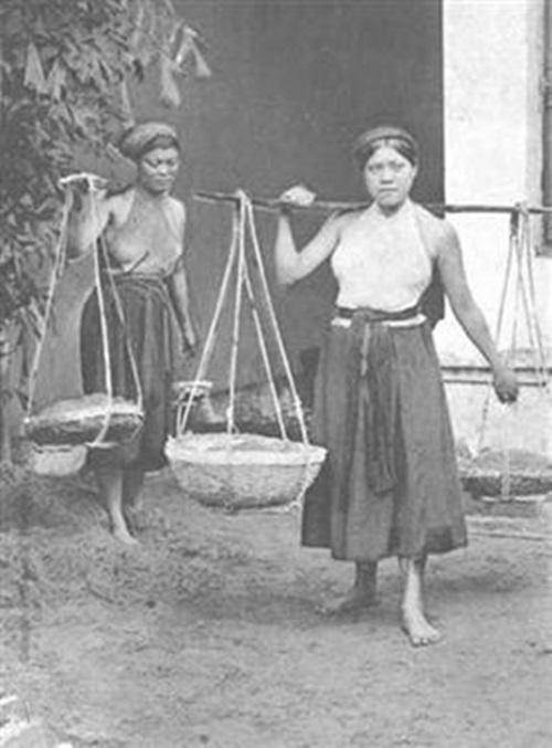Chuyện chiếc yếm của phụ nữ Việt Nam và chợ yếm phố Hàng Đào xưa ảnh 3