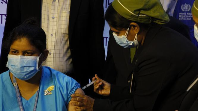 Bangladesh chống chọi với tin giả về vaccine Covid-19 ảnh 1