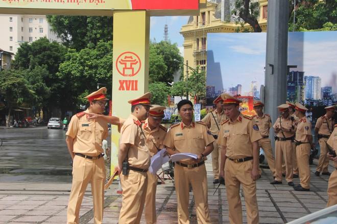 Vun đắp truyền thống anh hùng và hình ảnh đẹp của Cảnh sát giao thông Thủ đô Hà Nội ảnh 2