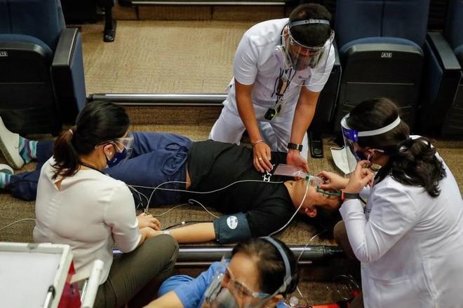 """""""Cuộc chiến"""" chống đại dịch ở Philippines: Sai một ly, đi một dặm! ảnh 1"""