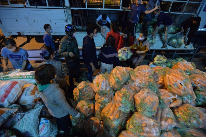 """""""Giải cứu"""" nông sản Hải Dương: Chuyện tử tế từ một góc đường giữa Thủ đô Hà Nội ảnh 2"""