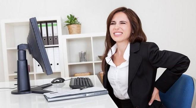 Sai lầm khi sử dụng máy tính gây hại sức khỏe ảnh 1