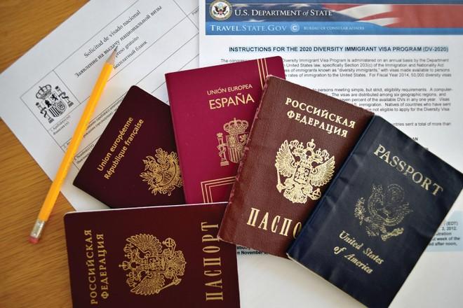 """Hai mặt của tấm """"hộ chiếu vaccine"""" ảnh 1"""