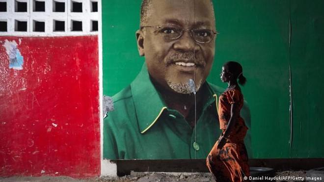 """""""Chiếc máy ủi"""" chống tham nhũng của Tanzania đã ngừng hoạt động ảnh 1"""